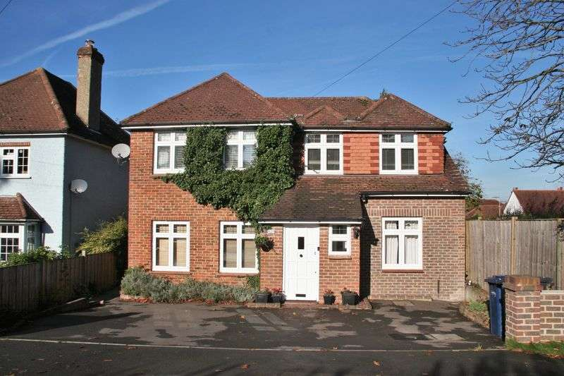 4 Bedrooms Detached House for sale in Greenfield Road, Farnham