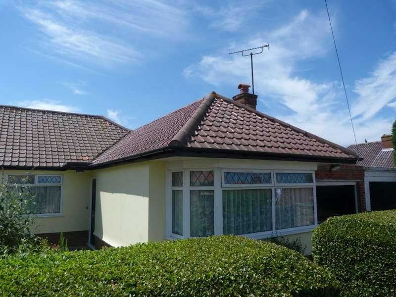 3 Bedrooms Semi Detached Bungalow for sale in Marrose Avenue, Ramsgate