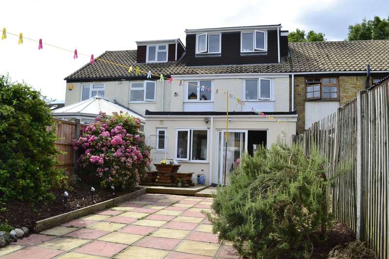 4 Bedrooms Terraced House for sale in Bysouth Close, Ilford, IG5