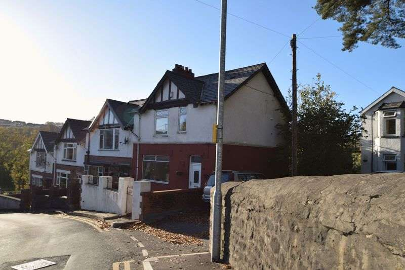3 Bedrooms House for sale in Park Road, Pontypool, Three Bedroom