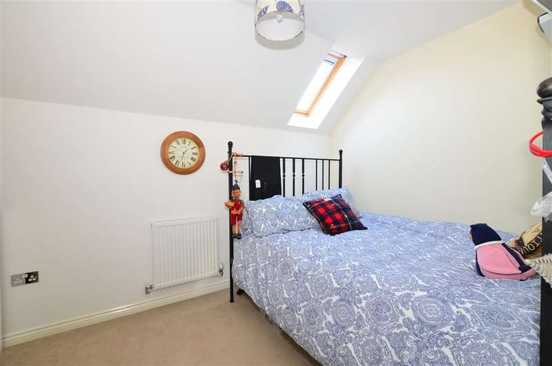 2 Bedrooms Semi Detached House for sale in Derby Drive, Leybourne, West Malling, Kent