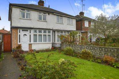 3 Bedrooms Semi Detached House for sale in Bicester Road, Aylesbury, Buckinghamshire, England