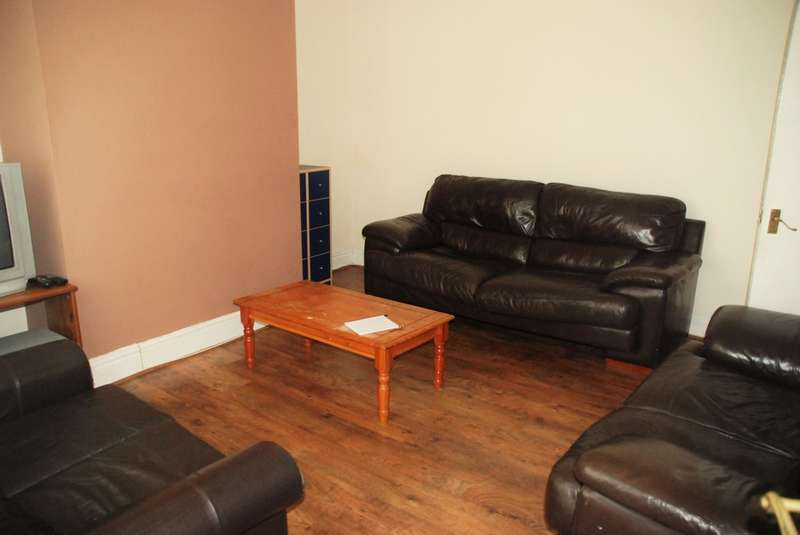 4 Bedrooms End Of Terrace House for rent in Cartington Terrace, Heaton, Tyne & Wear