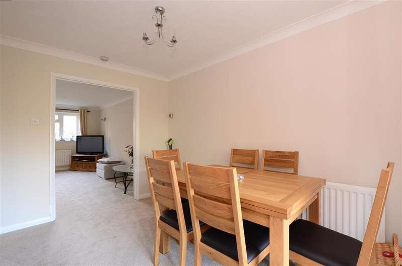 3 Bedrooms Link Detached House for sale in Greenacre, Peacehaven, East Sussex