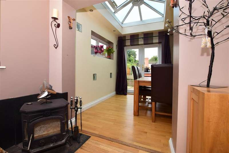 3 Bedrooms Detached Bungalow for sale in Pound Lane, Bowers Gifford, Basildon, Essex