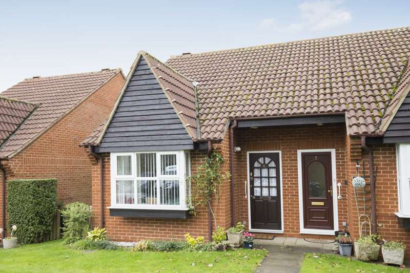 1 Bedroom Retirement Property for sale in Emerton Garth, Northchurch