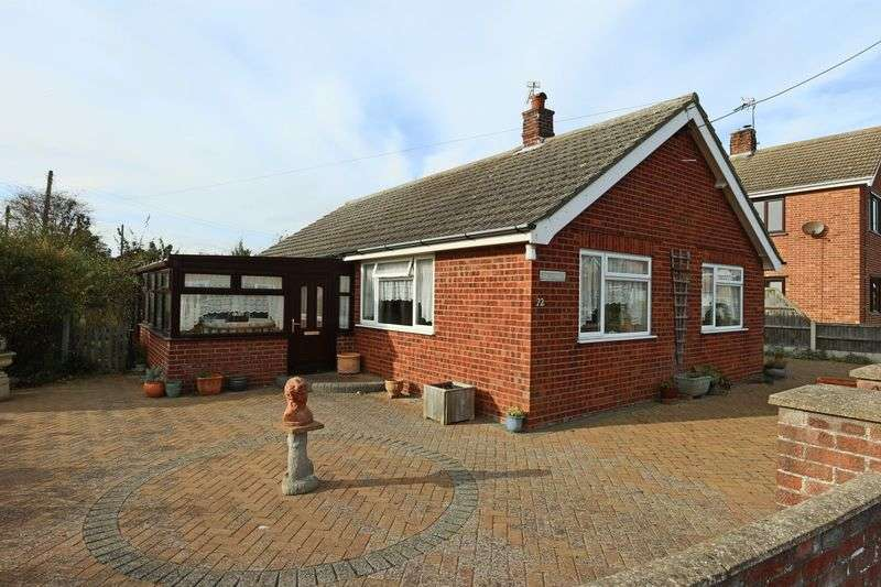 2 Bedrooms Bungalow for sale in Willow Road, Pakefield, Lowestoft