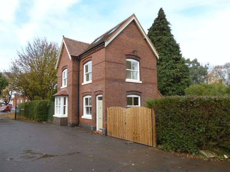 3 Bedrooms Detached House for sale in Lutterworth Road, Nuneaton