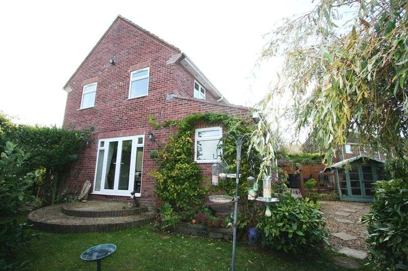 4 Bedrooms Semi Detached House for sale in Sycamore Avenue, St. Athan