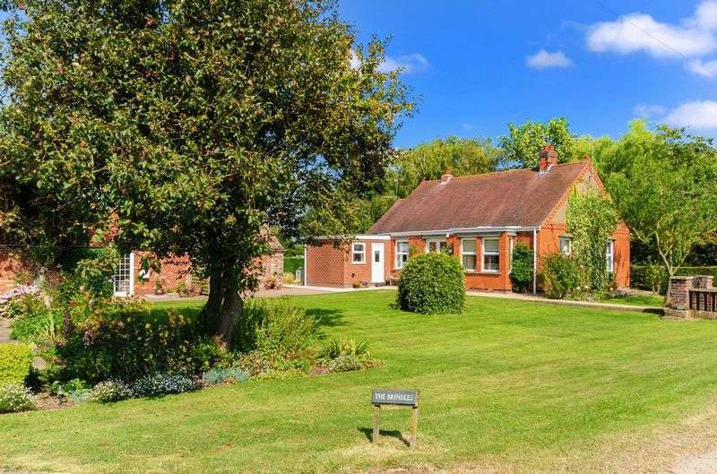 2 Bedrooms Detached Bungalow for sale in Fen Road, Stickford