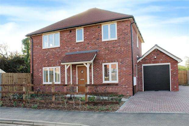 4 Bedrooms Detached House for sale in Mill Lane, Littlehampton, BN17