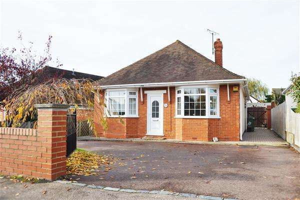 4 Bedrooms Bungalow for sale in Bearsted, ME15
