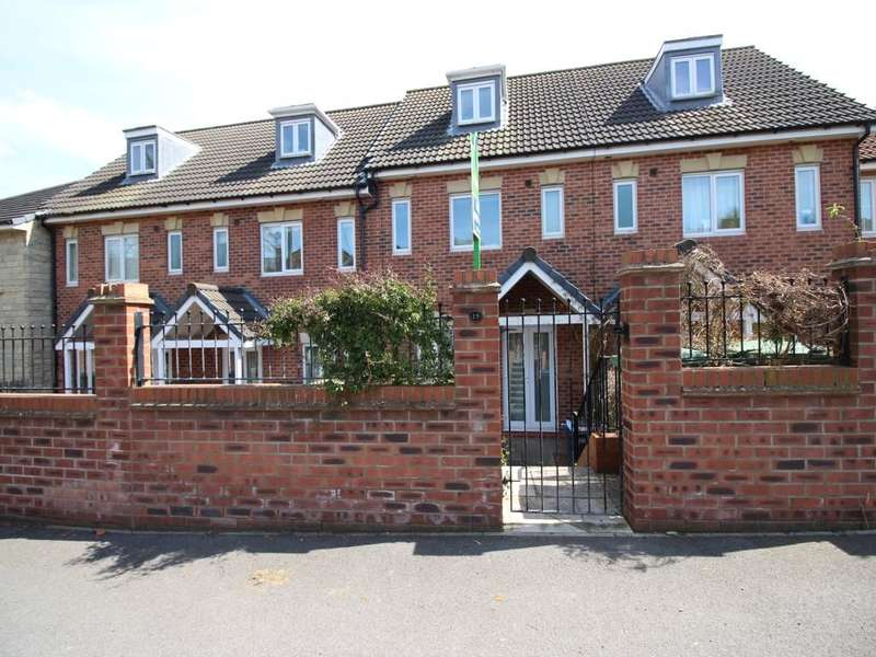 3 Bedrooms Property for sale in Fox Dene View, Greenside, Ryton, NE40