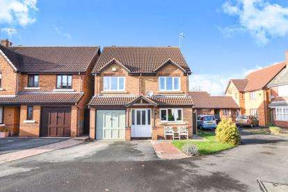 4 Bedrooms Detached House for sale in Burma Close, Evesham, Worcestershire, .