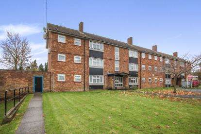 2 Bedrooms Flat for sale in Duncombe Close, Luton, Bedfordshire, Icknield