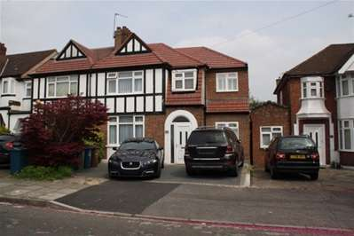 6 Bedrooms Terraced House for sale in Radcliffe Road, Harrow Weald