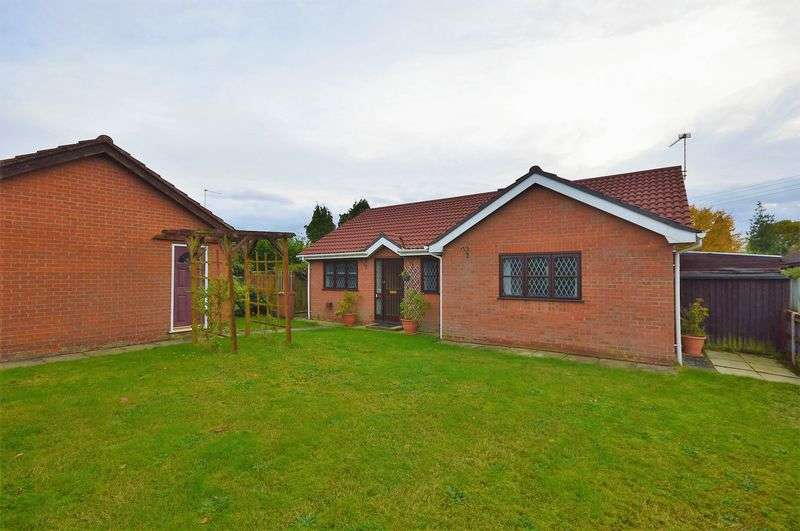 3 Bedrooms Detached Bungalow for sale in Thorpe Marriott, NR8
