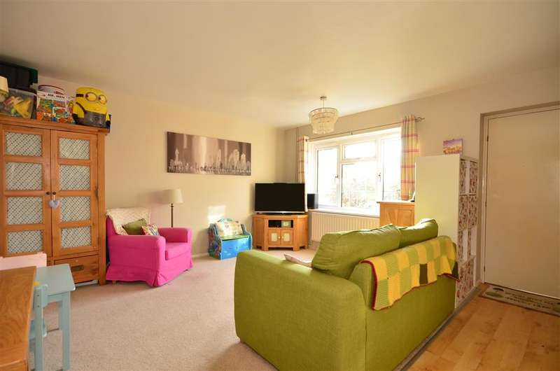 3 Bedrooms Terraced House for sale in Honeysuckle Walk, Horsham, West Sussex