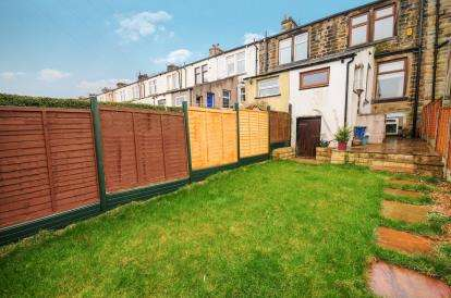 3 Bedrooms Terraced House for sale in Lansdowne Close, Burnley, Lancashire, BB11