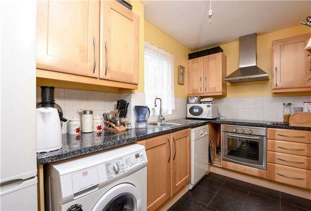 2 Bedrooms Terraced House for sale in Berkshire Way, Mitcham, Surrey, CR4