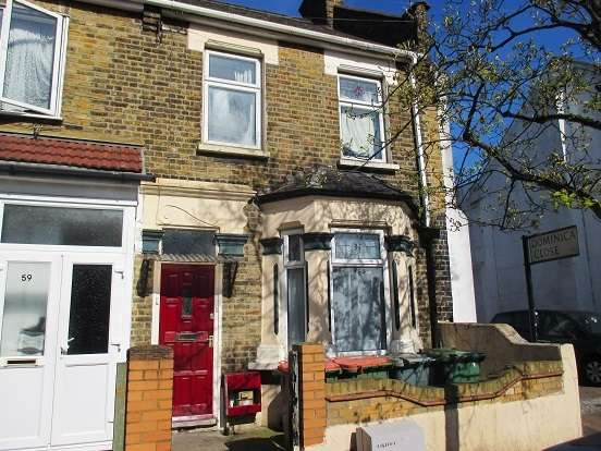 Terraced House for sale in Boundary Road, Plaistow