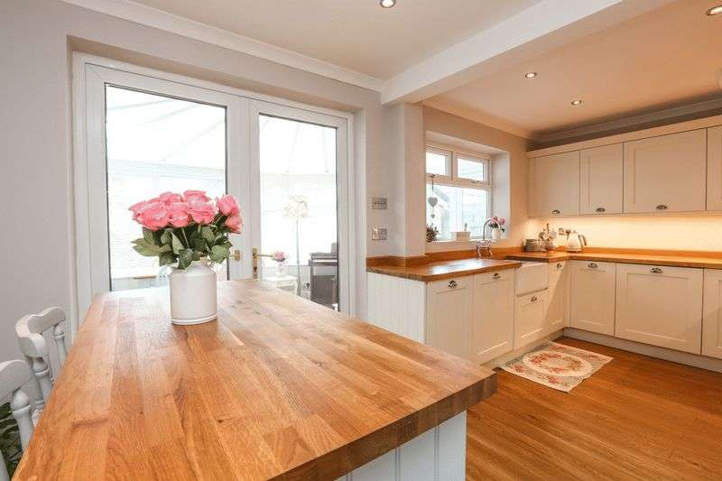 3 Bedrooms Semi Detached House for sale in Greenbank, Abram