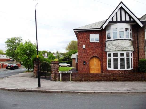 3 Bedrooms Semi Detached House for sale in Victoria Road, Fulwood, Preston, PR2