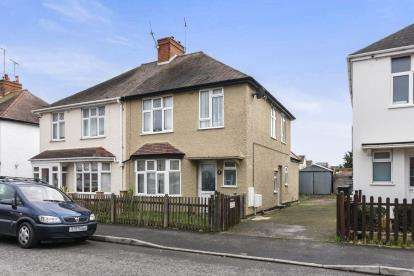 3 Bedrooms Semi Detached House for sale in Albert Road, Evesham, Worcestershire