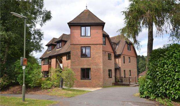 2 Bedrooms Apartment Flat for sale in Fiveways, 2 Grange Road, Camberley