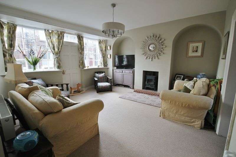 3 Bedrooms Semi Detached House for sale in High Street, Upper Beeding