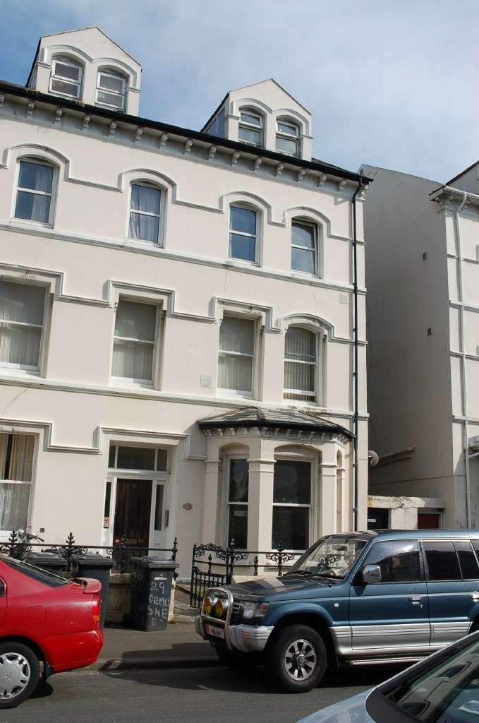 2 Bedrooms Flat for sale in Flat 5, 29 Demesne Road, Douglas, IM1 3DZ
