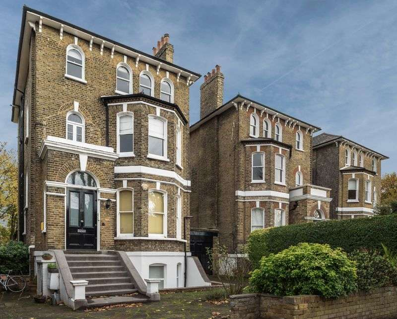 2 Bedrooms Flat for sale in Leyland Road, Lee, SE12