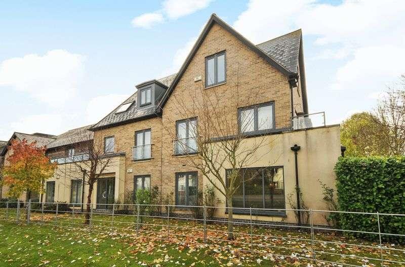 2 Bedrooms Flat for sale in The Hurdles, Brampton