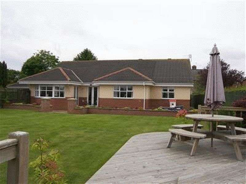 5 Bedrooms Bungalow for sale in Lawn Court, Ashington - Five Bed Detached Bungalow