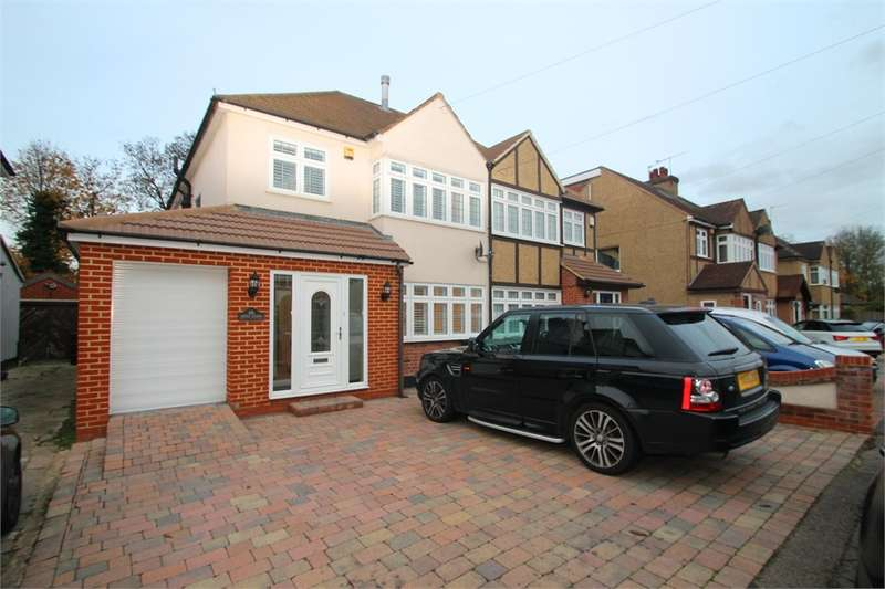4 Bedrooms Semi Detached House for sale in Pine Close, EN8 0NG