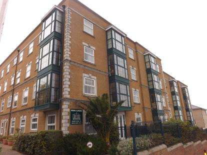 2 Bedrooms Flat for sale in Medina Gardens, Cowes, Isle Of Wight