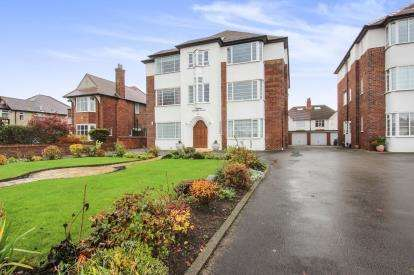 2 Bedrooms Flat for sale in Windsor Court, 192 Clifton Drive South, Lytham St. Annes, Lancashire, FY8
