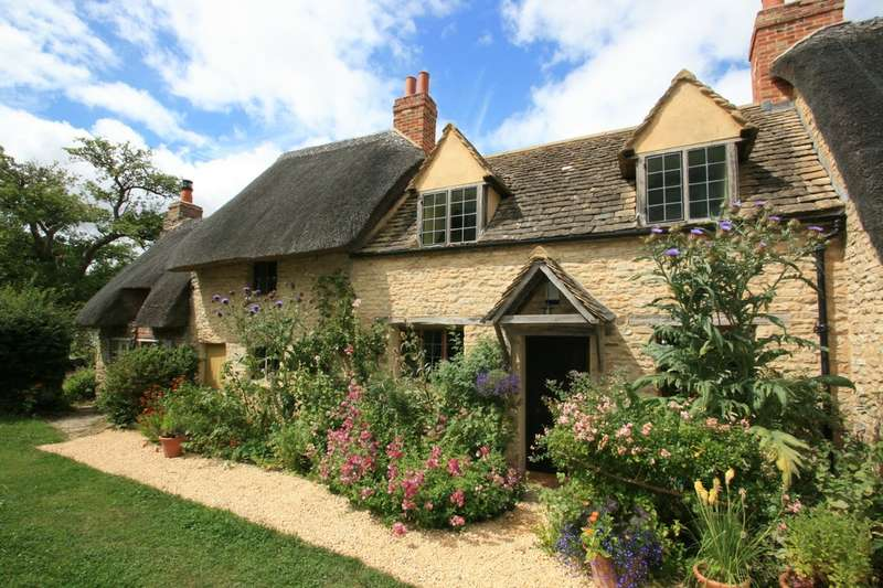 3 Bedrooms Terraced House for sale in Noke, Oxford