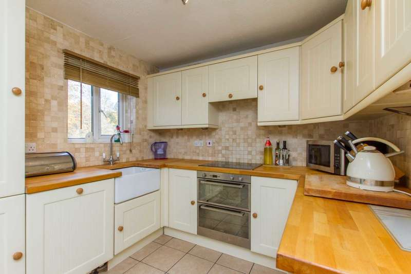 3 Bedrooms Semi Detached House for sale in Fieldmere Close, Witney
