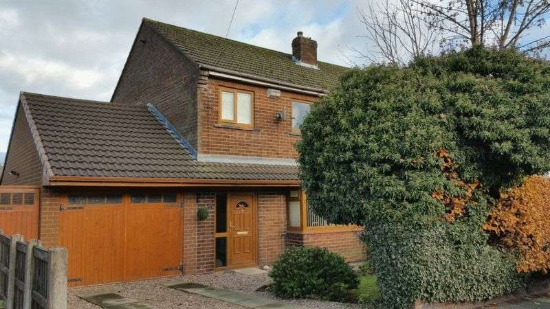 3 Bedrooms Semi Detached House for sale in Latham Road, Bolton