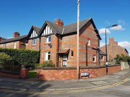 2 Bedrooms House for sale in Moss Lane, Hale, Altrincham, Greater Manchester
