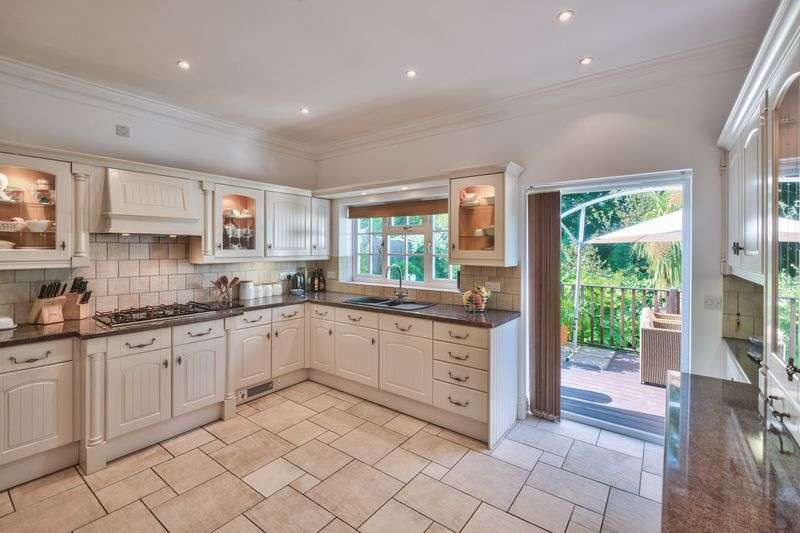 5 Bedrooms Detached House for sale in The Orchard, Pine Tree Close, Cowes, Isle of Wight, PO31 8DX