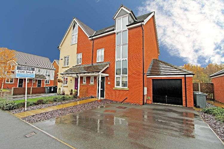 4 Bedrooms Semi Detached House for sale in Stonechat Mead, South Yorkshire, S63 7GR