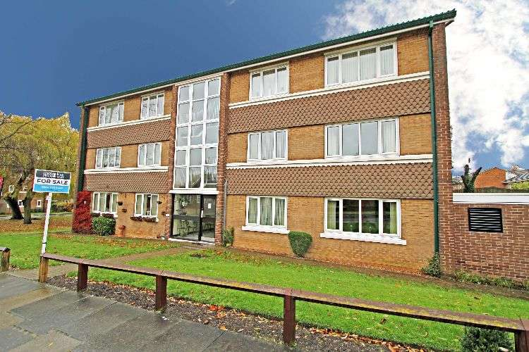 2 Bedrooms Flat for sale in High Trees, South Yorkshire, S60 3NU