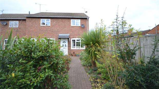 2 Bedrooms End Of Terrace House for sale in St. Benedicts Close, Aldershot, Hampshire