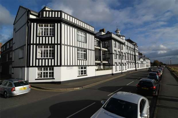1 Bedroom Flat for sale in Mostyn House, The Parade, Parkgate, Cheshire