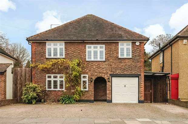 4 Bedrooms Detached House for sale in Woodland Drive, WATFORD, Hertfordshire