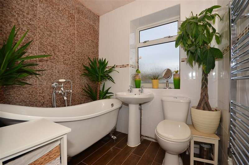 3 Bedrooms Semi Detached House for sale in Lloyd Avenue, Coulsdon, Surrey