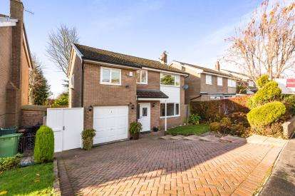 3 Bedrooms Detached House for sale in Meadow Close, Burnley, Lancashire