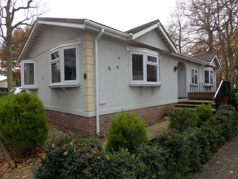 2 Bedrooms Detached Bungalow for sale in Shepherds Grove Park, Stanton